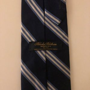 Brooks Brothers Makers all silk tie.